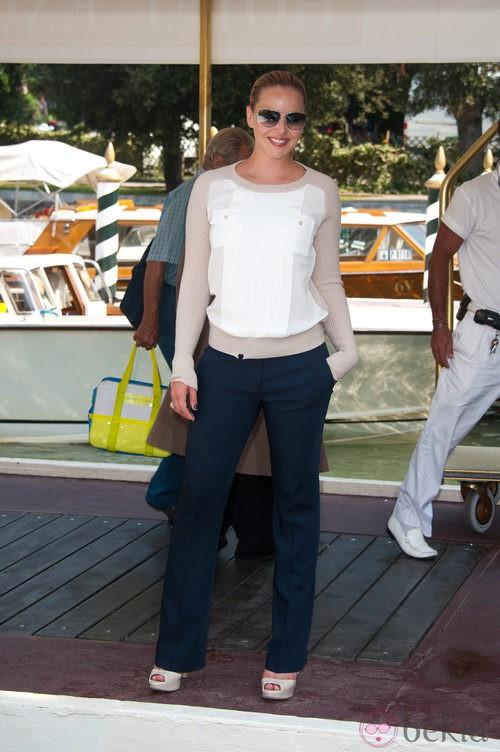 Abbie Cornish con el jersey roto en el Festival de Venecia