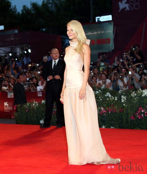 Gwyneth Paltrow de Prada en la première de 'Contagio'