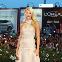 Gwyneth Paltrow con diseño de Prada en rosa palo