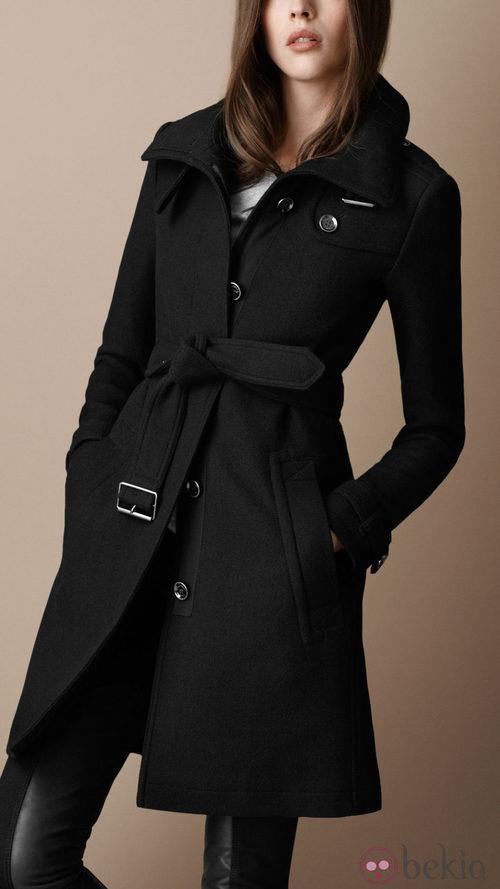 Abrigo con cuello embudo de Burberry