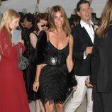 Carine Roitfeld con vestido de flecos