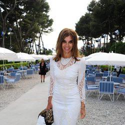 Carine Roitfeld con vestido blanco de encaje