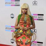 Nicki Minaj con esqueleto metalizado