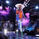 Nicki Minaj con vestido fluorescente