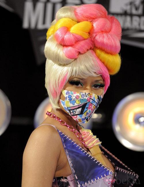 Nicki Minaj con mascarilla en la boca