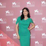 Selma Blair de Roland Mouret en el photocall veneciano