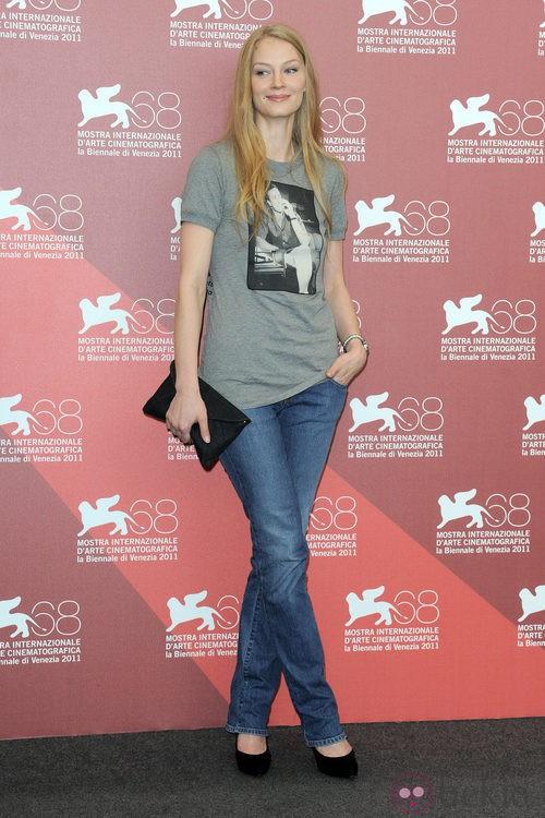 Svetlana Khodchenkova con camiseta de Marlon Brando en Venecia