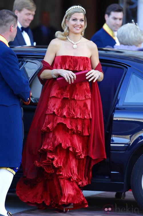 Máxima de Holanda con un vestido de Valentino en la cena previa a la abdicación de la Reina Beatriz de Holanda