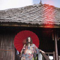 Eleonora Carisi posando como imagen de la colección verano 2013 de Yamamay dedicada a Bali