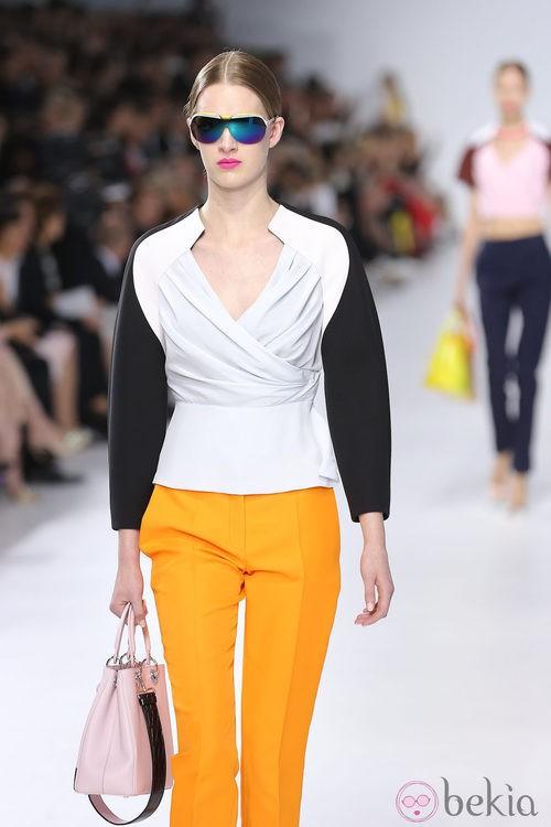 Pantalón naranja de la colección crucero 2014 de Dior