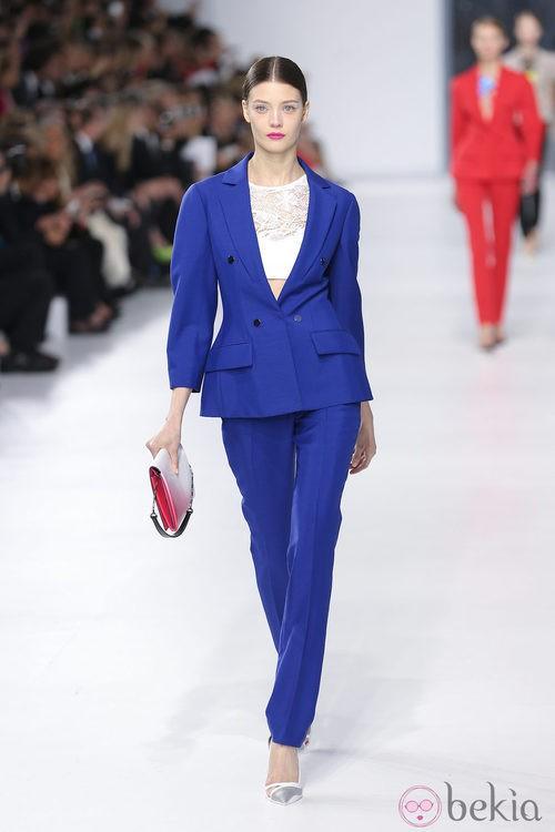 Traje de chaqueta azul de la colección crucero 2014 de Dior