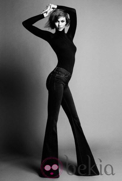 Karlie Kloss posando con la colección de vaqueros que ha diseñado para Frame Denim