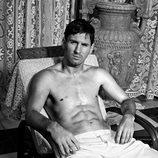 Leo Messi posando con un pantalón blanco para Dolce & Gabbana