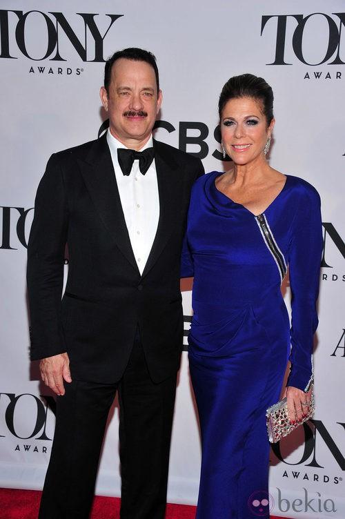 Tom Hanks con un esmoquin negro en la gala de los premios Tony 2013
