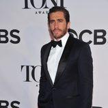 Jake Gyllenhaal con esmoquin negro en la gala de los premios Tony 2013