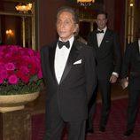 Valentino con esmoquin y pajarita negra