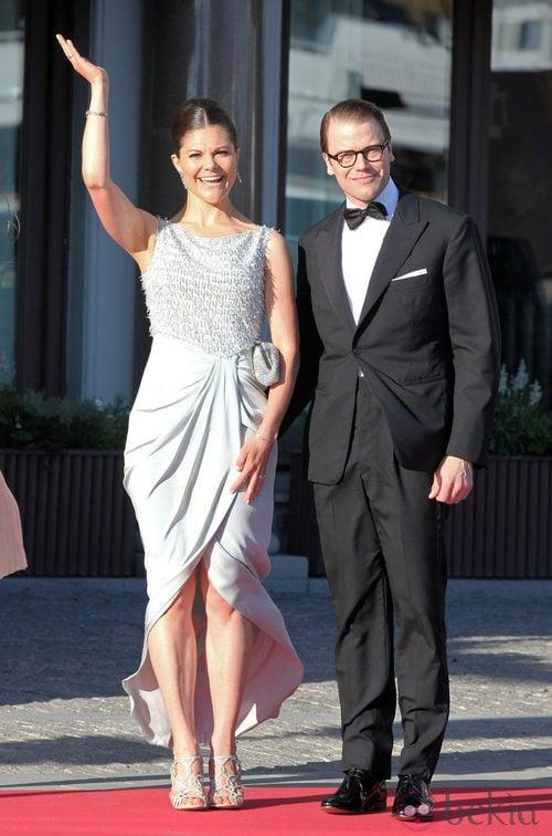Daniel de Suecia con un traje de esmoquin