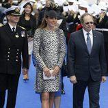 Kate Middleton con un vestido bicolor de estampado print