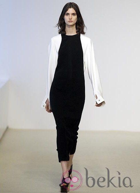 Vestido blanco y negro de la colección Resort 2014 de Calvin Klein