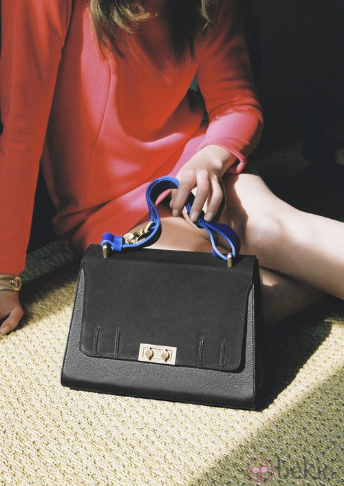 Bolso negro de la colección de Susan Ibrahim para '& Other Stories'