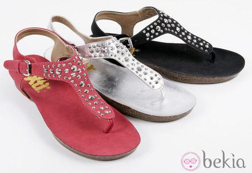 Sandalias de colores con tachuelas de la colección 'Innovación' primavera/verano 2013 de XTI