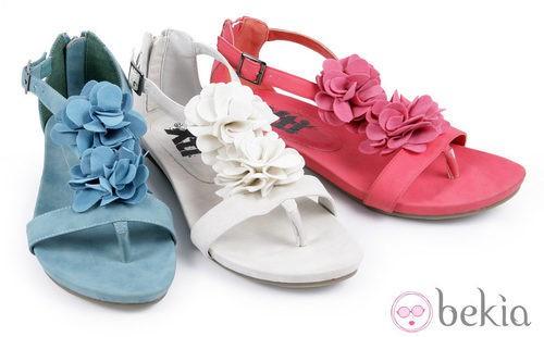 Sandalias con flores de la colección 'Innovación' primavera/verano 2013 de XTI