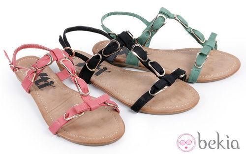 Sandalias con adornos hebilla de la colección 'Innovación' primavera/verano 2013 de XTI