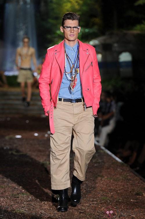 Chaqueta rosa de la colección primavera/verano 2014 de DSquared2 en la Semana de la Moda de Milán