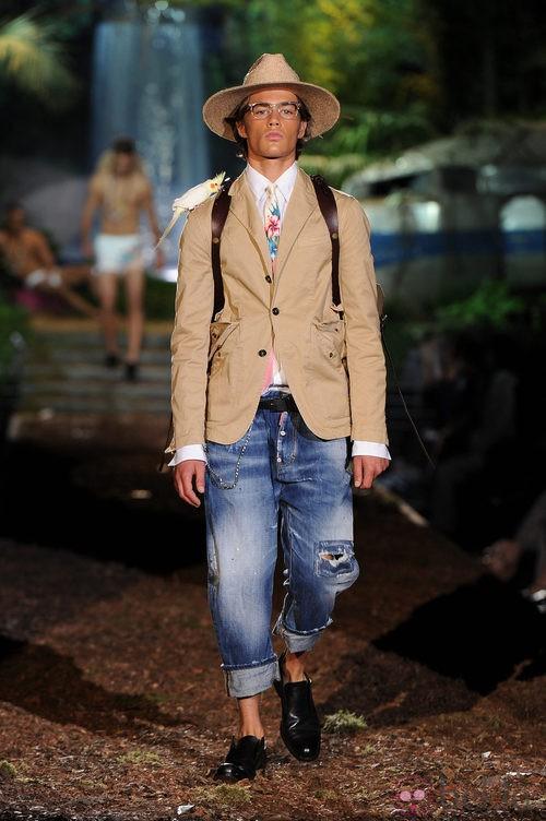 Americana beige de la colección primavera/verano 2014 de DSquared2 en la Semana de la Moda de Milán