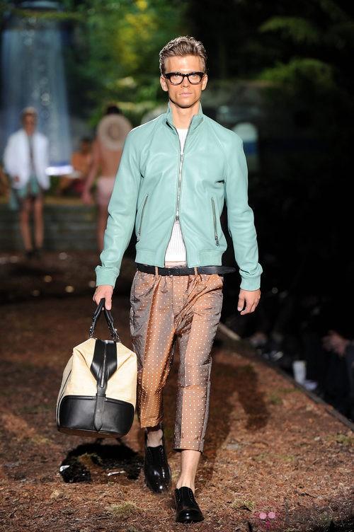 Chaqueta azul de la colección primavera/verano 2014 de DSquared2 en la Semana de la Moda de Milán