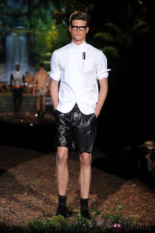 Bermudas de cuero de la colección primavera/verano 2014 de DSquared2 en la Semana de la Moda de Milán