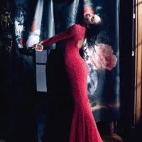 Candice Swanepoel con un vestido rojo del otoño/invierno 2013/2014 de Blumarine