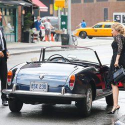 Scarlett Johannson y Matthew McConaughey subiendo a un coche durante el rodaje de un spot en Nueva York