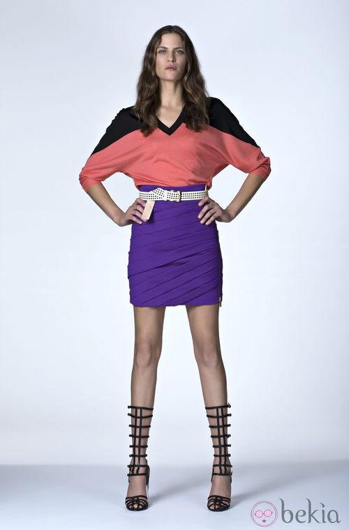 Camiseta bicolor y falda morada de la Colección Resort 2014 de Emanuel Ungaro