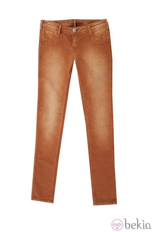 Skinny en color naranja de la colección otoño/invierno 2013 de Lois