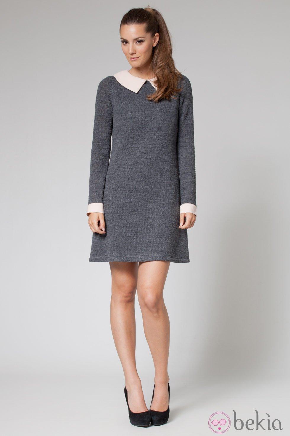 Los nuevos vestidos para chica de otoño invierno en Bershka. Estrena vestidos largos, cortos, midi, camiseros o vaqueros y disfruta de cada instante! Vestido de tirantes con botones. Vestido con cuello de polo. Vestido midi con bandas laterales.