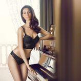Marica Pellegrinelli con un conjunto negro de la colección otoño/invierno 2013 de Yamamay.