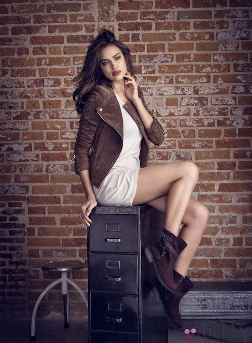 Irina Shayk con botas de piel de la coleccion otoño/invierno 2013 de Xti