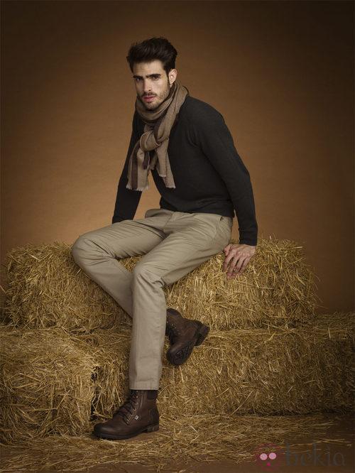 Juan Betancourt con botas de piel de la coleccion otoño/invierno 2013 de Xti