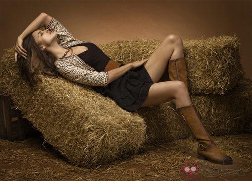 Irina Shayk con botas marrones de la coleccion otoño/invierno 2013 de Xti