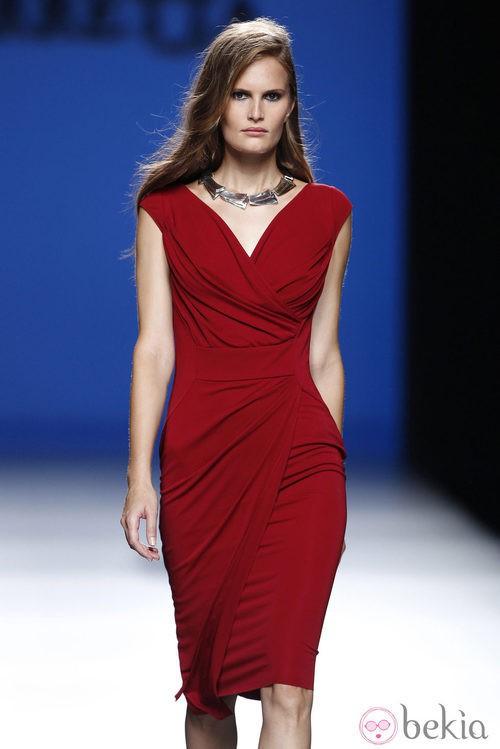 Vestido rojo de la colección primavera/verano 2014 de Roberto Torretta en Madrid Fashion Week
