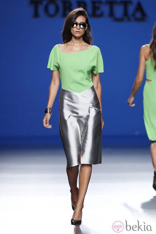 Falda metalizada de la colección primavera/verano 2014 de Roberto Torretta en Madrid Fashion Week