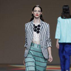Pantalón de rayas de la colección primavera/verano 2014 de Ailanto en Madrid Fashion Week