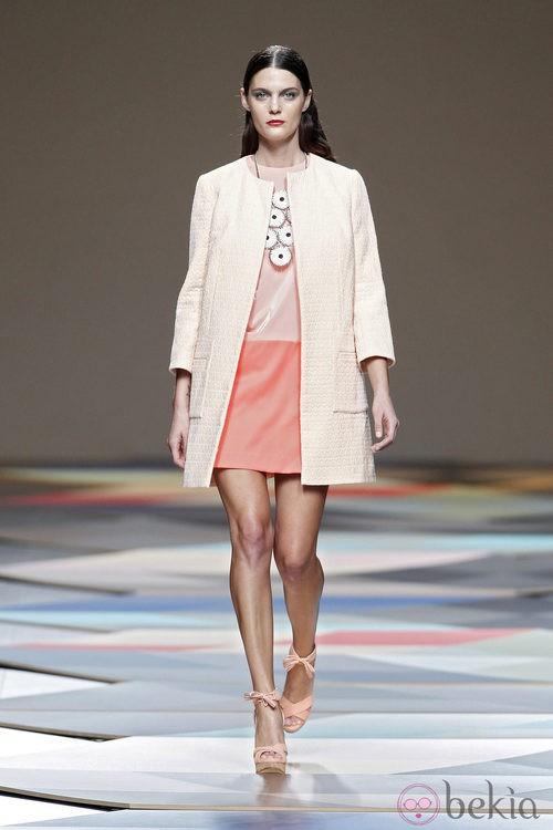 Abrigo nude de la colección primavera/verano 2014 de Ailanto en Madrid Fashion Week