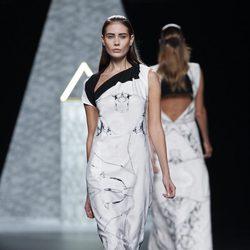 Vestido largo de la colección primavera/verano 2014 de Ana Locking en Madrid Fashion Week
