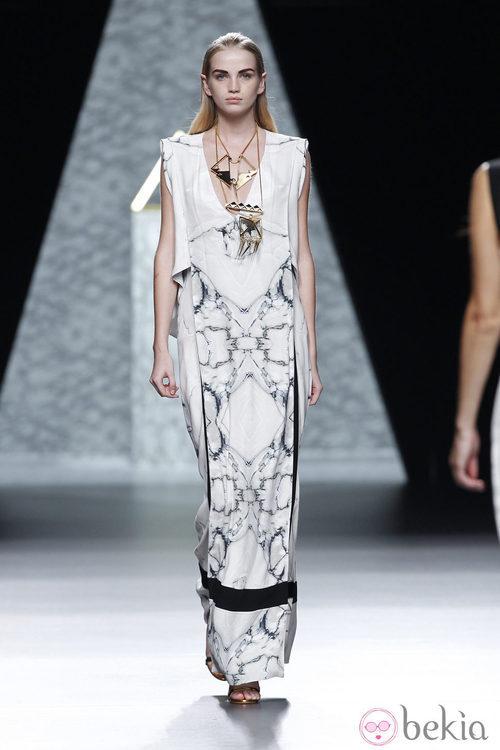 Vestido de superposiciones de la colección primavera/verano 2014 de Ana Locking en Madrid Fashion Week
