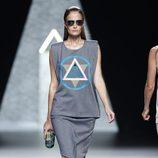 Falda y camiseta de la colección primavera/verano 2014 de Ana Locking en Madrid Fashion Week