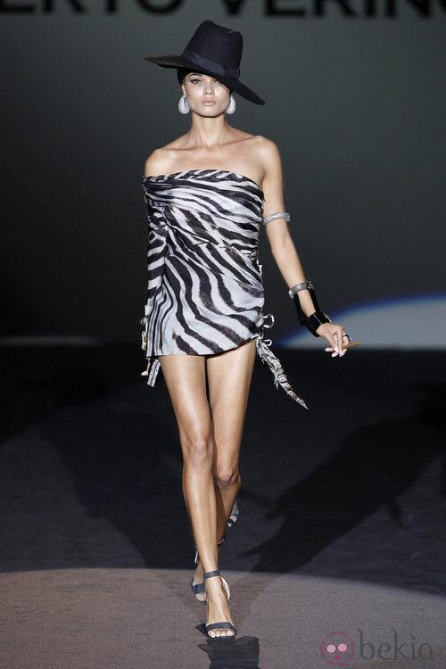 Vestido corto de la colección primavera/verano 2014 de Roberto Verino en Madrid Fashion Week