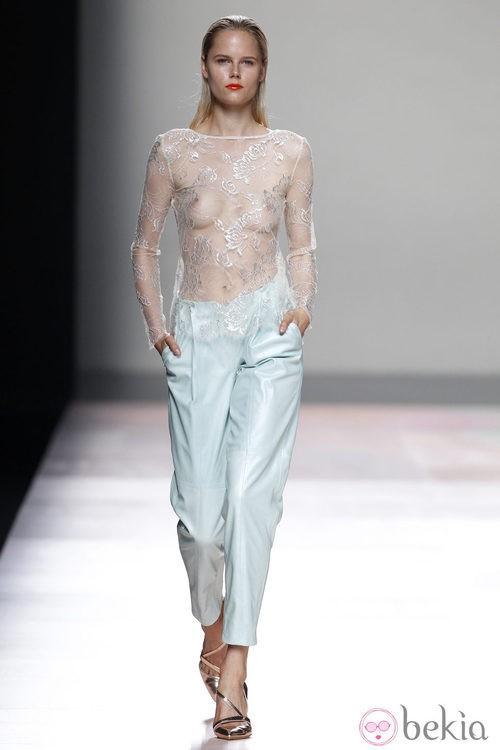 Pantalón y camisa de la colección primavera/verano 2014 de Duyos en Madrid Fashion Week
