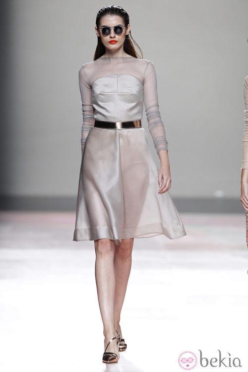Vestido manga francesa de la colección primavera/verano 2014 de Duyos en Madrid Fashion Week
